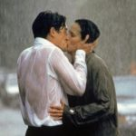 Inseguimenti, amici di letto, matrimoni saltati: le scene ricorrenti delle commedie romantiche